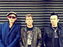 British Punk Legends The Vibrators Celebrate Their Fortieth Birthday at Fléda