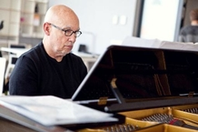 Dennis Russell Davies will Perform as a Pianist for the First Time in Brno